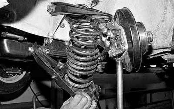 Инструкция по замене пружин передней подвески ВАЗ 2107 с фото