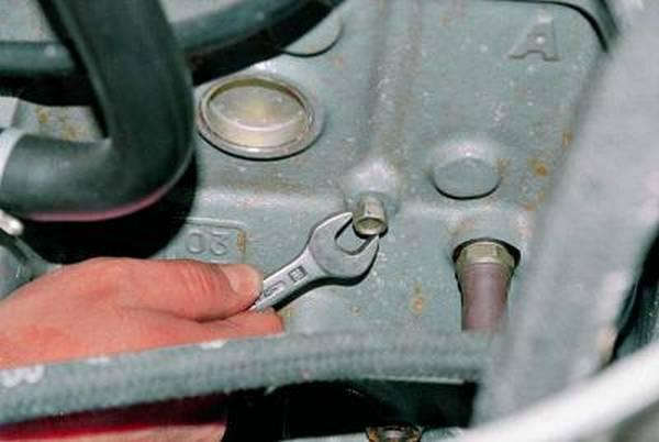 Как слить антифриз с блока двигателя ваз 21099 инжектор